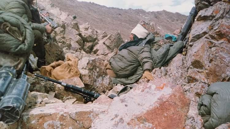 #21YearsofKargil ..continuously under #Artillery, automatic #machingun and #sniper fire for 22 days during the battle of Tololing. Not a blade of grass to #camouflage and #conceal and a little exposure would invite Pak's sniper fire.This is how we could take a nap.