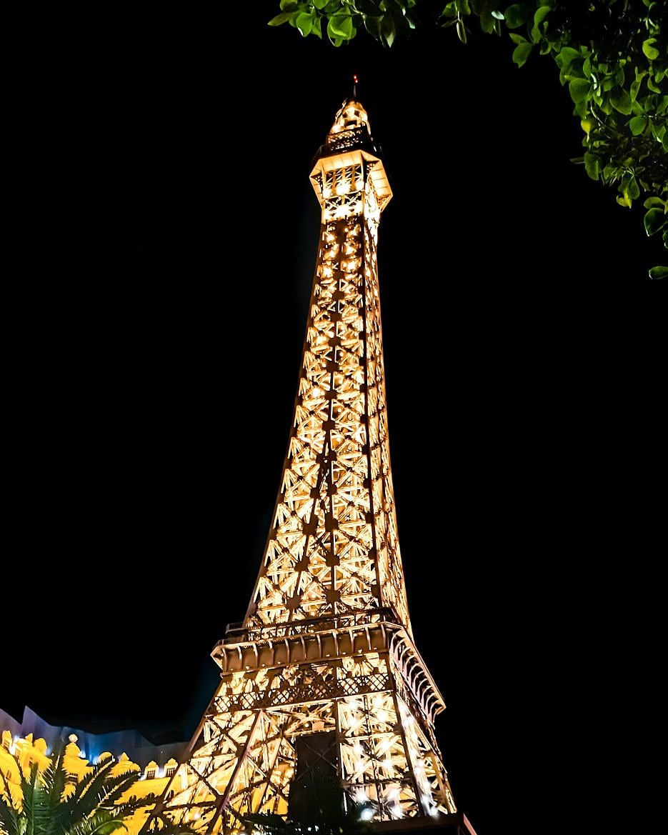 Paris Las Vegas is open to all US travel  Give us a call when you're ready to take your next vacation and we'll make sure you get to see all the sights you've been missing. We are also available via email and on our site.  http://Novtravel.com  #OnlyVegas pic.twitter.com/Jwx85TsIN4