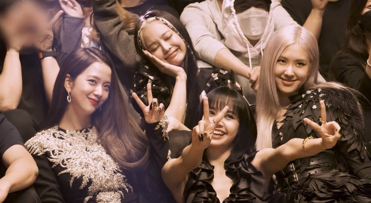 if their bruises and sleepless nights, their mistreatment, their 14 months of hiatus, delayed comebacks, promised solos, or even jennie's leg injury aren't enough to encourage you to vote, i honestly don't know what will <br>http://pic.twitter.com/ZbI9iwLczu