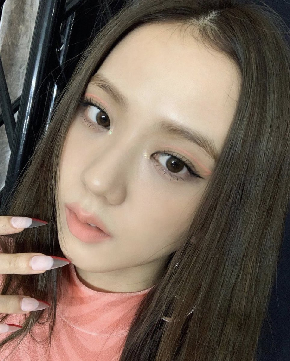 .@BLACKPINK's Jisoo radiates beauty in new set of photos shared on Instagram. <br>http://pic.twitter.com/3imSOsQHdE