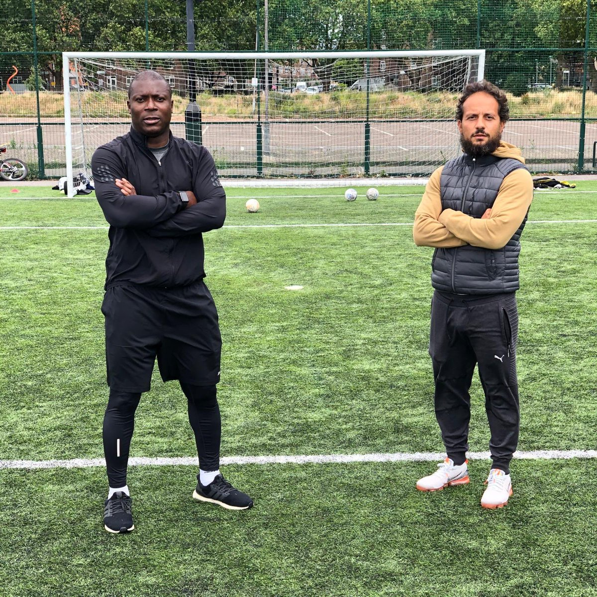 🟠It was a great pleasure to share the pitch with @yakubu_ayegbeni yesterday, so much wisdom and important information shared. Also great to see the masterclass finishing from Big Yak, definitely still got it!! 👑⚫️ #premierleague #halloffame https://t.co/VESqF1RXBX