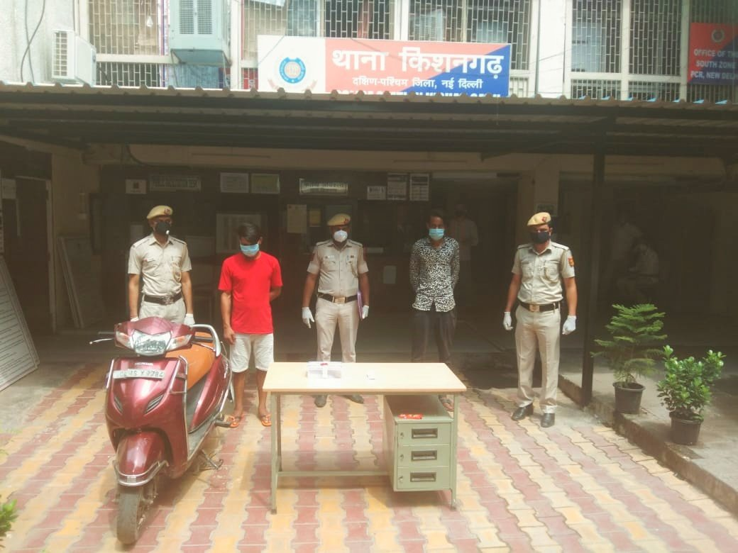 Two desperate robbers busted by vigilant beat staff of PS Kishangarh, South-West District. One country made pistol with one live cartridge one-button actuated knife and one stolen Scooty recovered  from their  possession.   #KeepingDelhiSafe   @DelhiPolice @LtGovDelhi @CPDelhi<br>http://pic.twitter.com/v9nfS42JPt