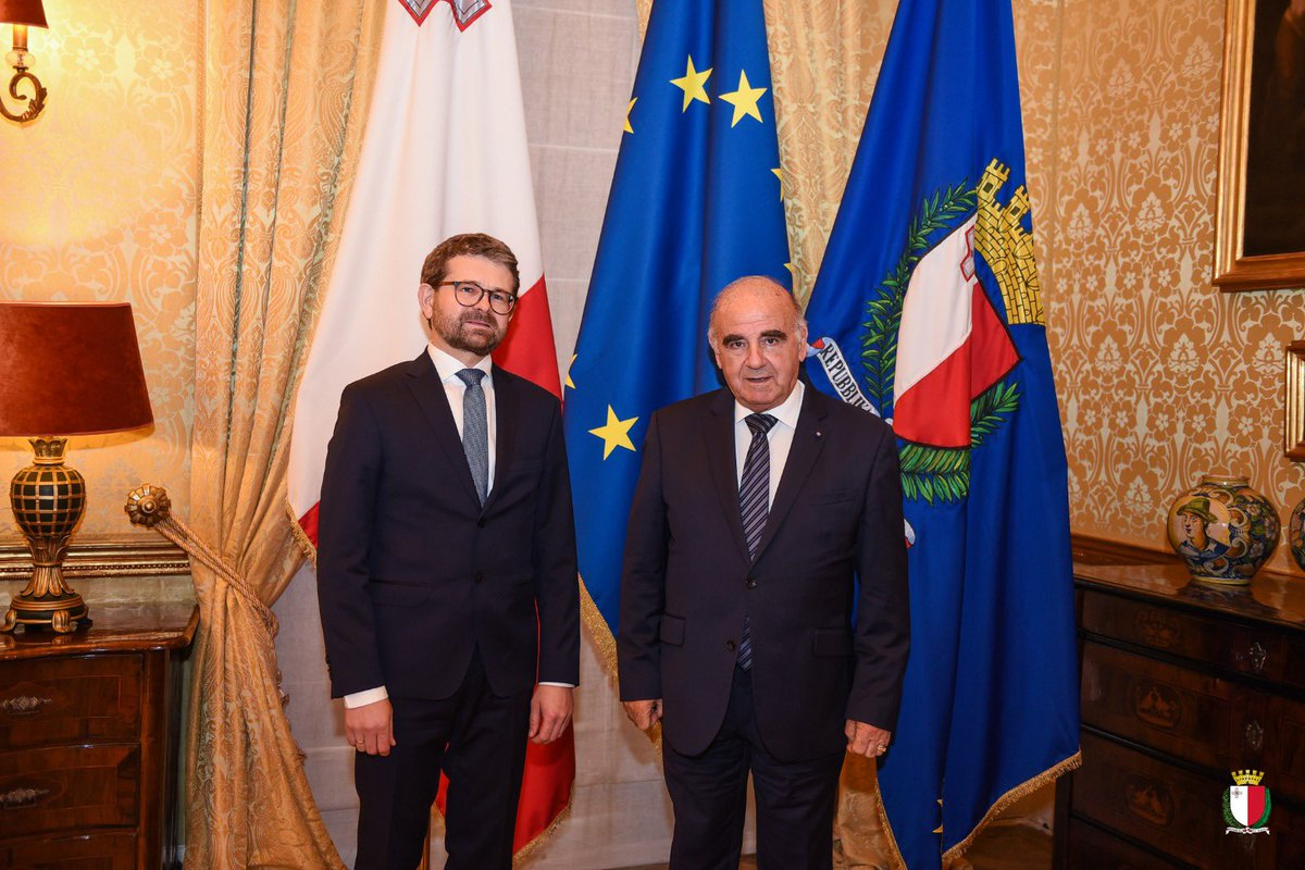 This morning I had the welcome occasion of meeting with H.E. Tomasz Czyszek Ambassador of the Republic of Poland to Malta.  During this Courtesy Call we discussed primarily matters of European interest such as Brexit, the future of Europe and enlargement of the European Union. https://t.co/fEQCdJmR4A