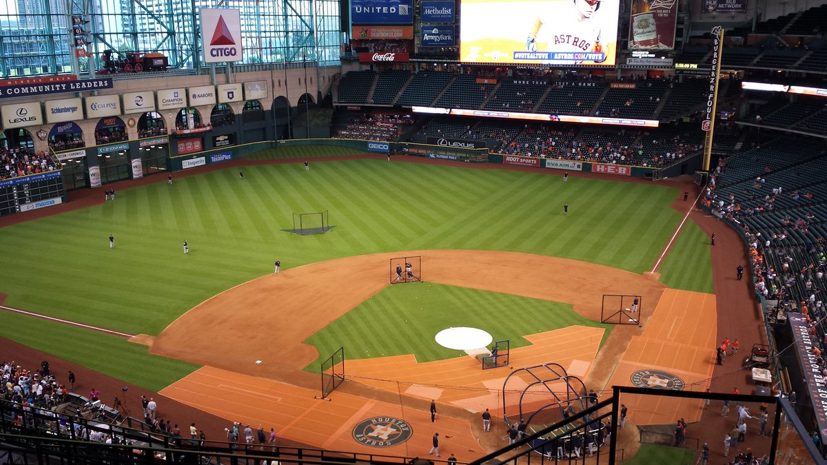 I miss this view!! On 6/26/15 I took my boys to their 1st Astros game. Lol against the cheatn Yankees n Beltran was playn w them. But my boys had a blast. I was the coolest Mom that day. N I got the biggest hugs from them. <br>http://pic.twitter.com/yl1gs20f8R