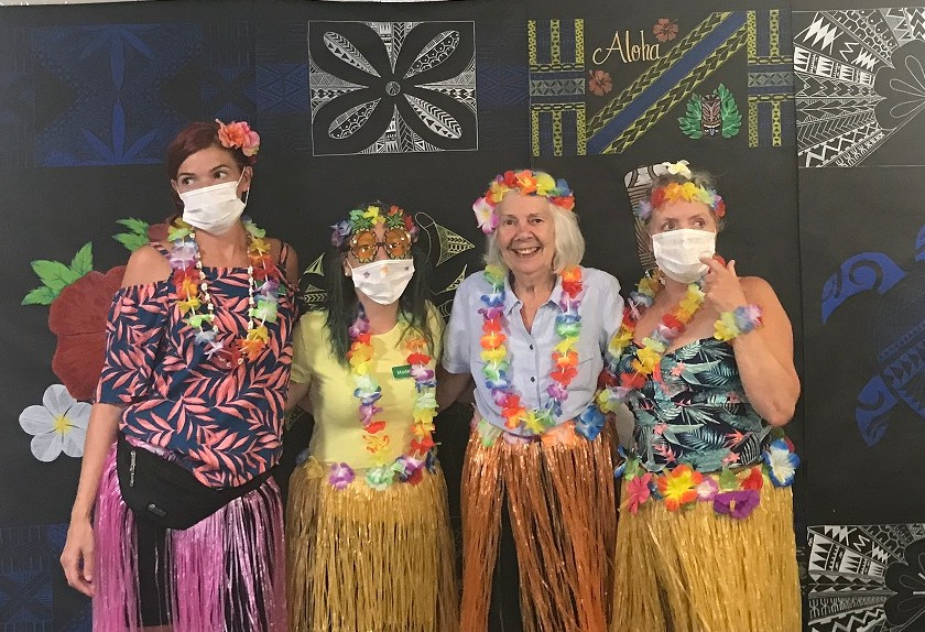 Otter decided to enjoy a Hawaii themed day in honour of International Week! Looks like everyone had a fantastic time - mocktails, dancing and the limbo! #HawaiiComestoColchester #FunTimes #Smiles #Celebratepic.twitter.com/HwEAFvBLZt
