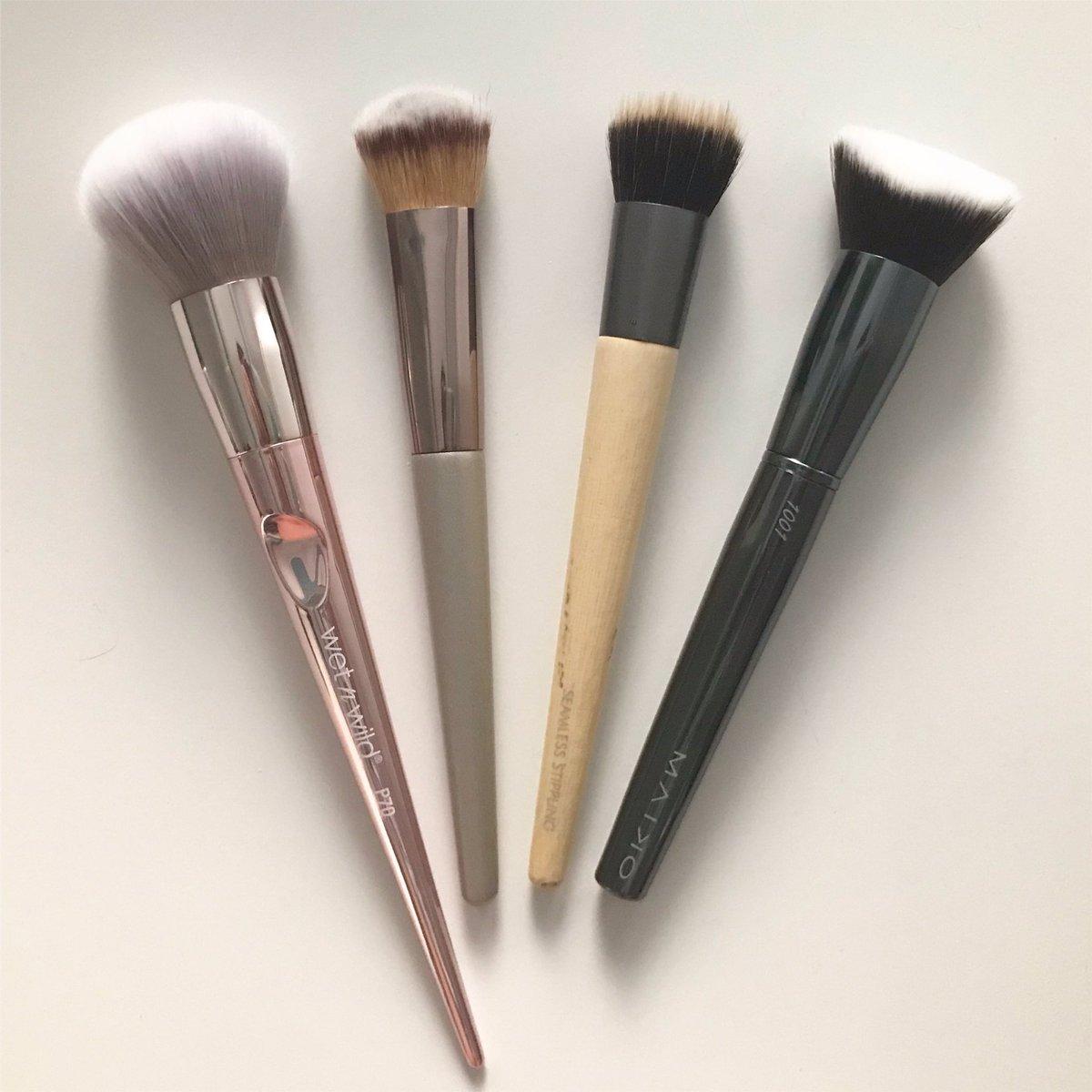 Para aplicar los productos que os enseñé ayer, usé estas 4 brochas.  Como veis, gran variedad de marcas  ¿Tenéis alguna de ellas? #makeupbrushes #makeup #beautyblogger #makeupblogger #beautypic.twitter.com/77DVtgOqjW