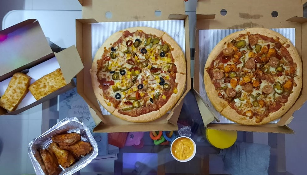 After craving for 🍕 for so long...finally, have it...thanks @PizzaHutIN specially for #Buy1GetFree offer. 🙂 #pizza https://t.co/j4OEnKEU3z