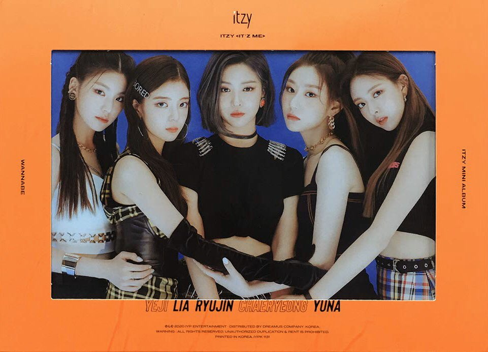 Literally seeing everyone doing give aways so why not hop on the bandwagon    ITZY IT'z ME ALBUM GIVE AWAY +2 random PCs + some miny gifts (open world wide)   How to enter:  1) Follow me  2) RT this tweet  3) Tag @ITZYofficial in the comments and drop ur fav gif  gd luck!!pic.twitter.com/WkrcsDjuNq  by amz🦥