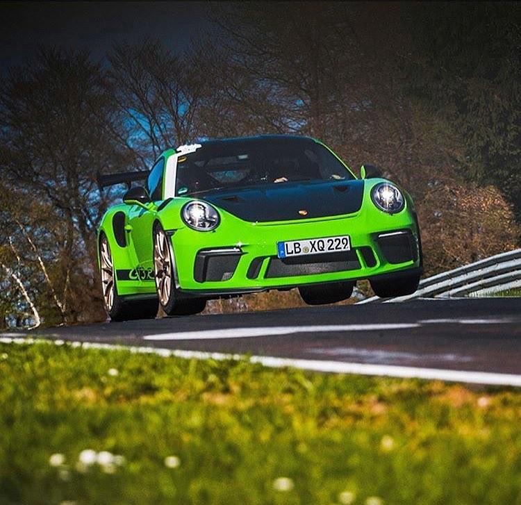 #ThursdayThoughts #Porsche pic.twitter.com/XmfALstcHL