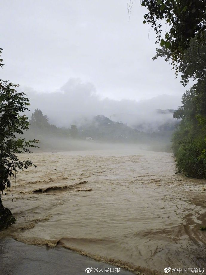 SW China's Guizhou issued its highest geological disaster alert since the region's flood season began; that is, 64 counties (cities, districts and special zones) at orange or Level-II alert, and 16 counties at yellow or Level-III, making up 91 % of the region's counties. https://t.co/WIKZcOuMp0