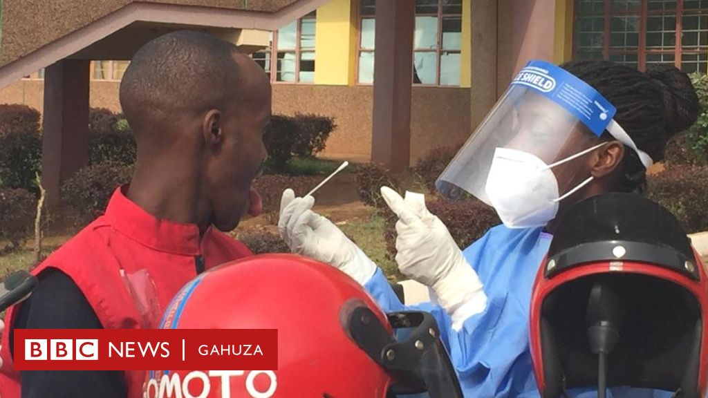 I Kigali bari gufata ibipimo bya #Covid19  ku mihanda  Gufata igipimo mu muhogo biramara umwanya mutoya nyuma y'uko upimwe yanditswe umwirondoro n'ibindi bimuranga #Rwanda #Coronavirus https://t.co/ArPVn39w12 https://t.co/KjOyhfEY24
