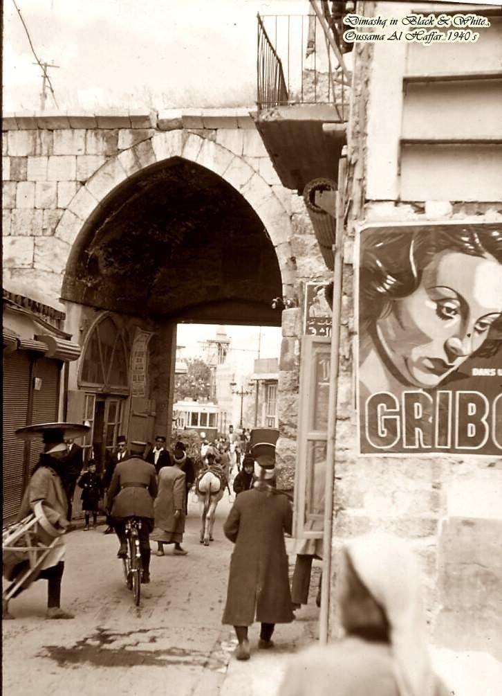 Bab Touma Platz in Damaskus in den 1940er Jahren.pic.twitter.com/oMzI51ofnA  by Tarek Sh.