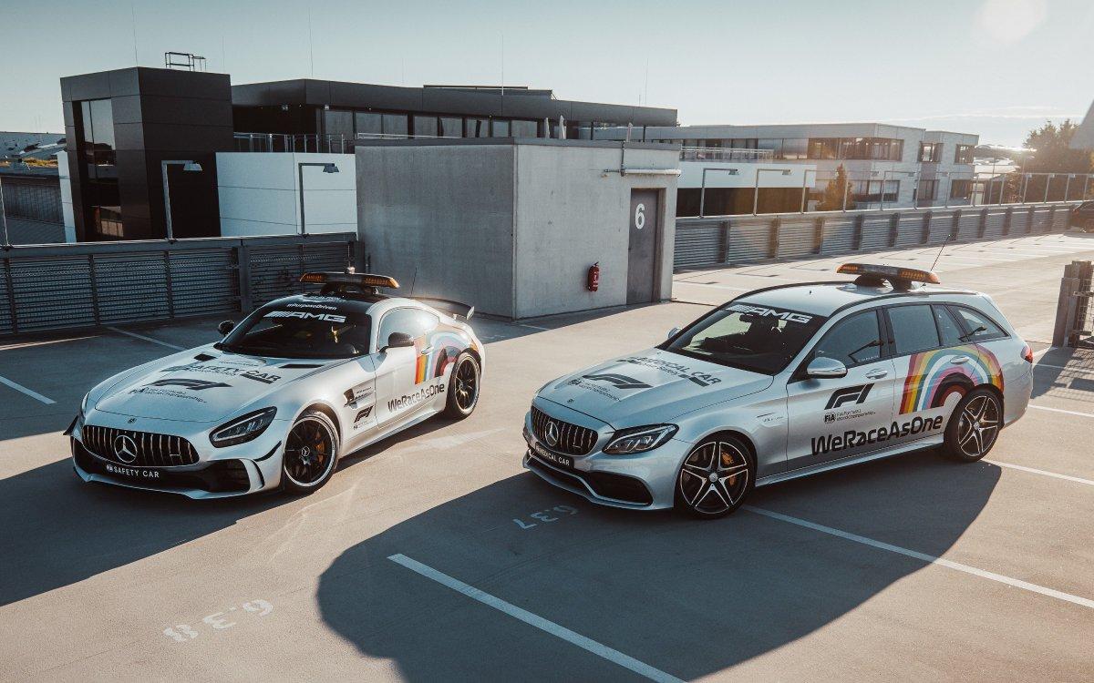 [Kraftstoffverbrauch kombiniert: 12,4 l/100 km | CO₂-Emissionen kombiniert: 284 - 282 g/km | http://mb4.me/DAT-Leitfaden | Mercedes-AMG GT R]   Mercedes-Benz proudly supports the #WeRaceAsOne  initiative from @F1. #DrivingInnovation #OneTeam pic.twitter.com/VlRnlZxqIC  by Mercedes-Benz