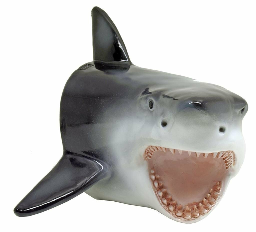 check out this shark wall decoration http://amzn.to/2mGTihL pic.twitter.com/5JVls4zavd