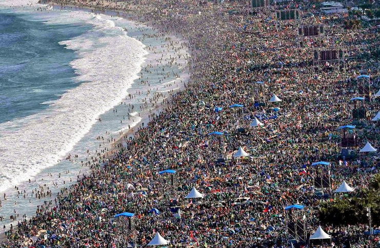 #brazil #COVIDー19  over 60k deaths! is the situation out of control ? (#RiodeJaneiro beach below) ! pic.twitter.com/LO8xInRMMQ