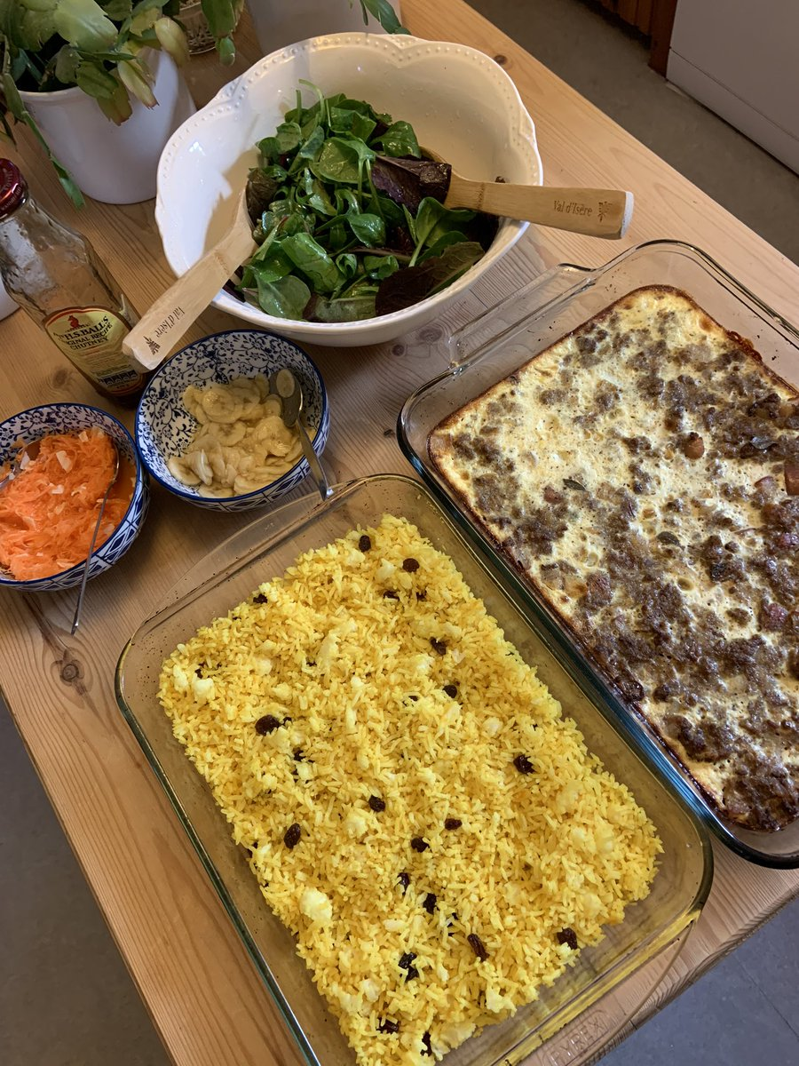 Who else loves #bobotie? This is a South African specialty. I am learning how to make it. Family loved this attempt 😀🦁✨  #Food #RealFood #LockdownWife #LockdownLife https://t.co/aiQRT3wtcK