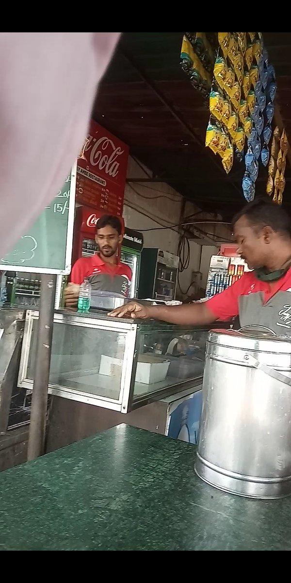 #Vadodara Jay Ambe Dum Irani Chai #dumad chowkdi  #Sale #tea & #food #Without Any #Safety Not found #Senetaizer Not Use #Mask Who Is #Responsible ? For it #vmc @CollectorVad @VMCVadodara @dpnewsgujarati @Vadcitypolice @MyVadodara https://t.co/NPxSjurdlk