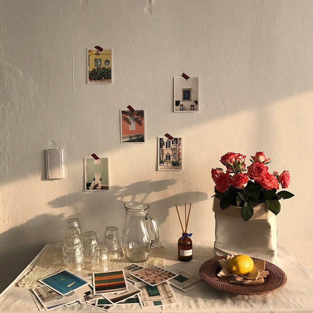 pictures, images, canvas, albums  create a picture gallery in your room; it can be personal pictures with your loved ones or nice inspirational pictures you found on internet or magazines, then assemble them in a cute way, this will totally dress up an empty wall. pic.twitter.com/1kw0BL5S6x