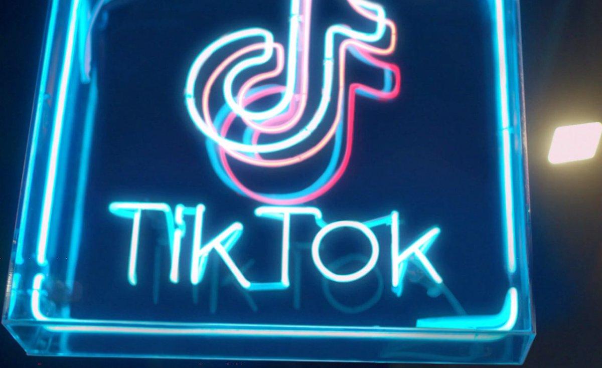 Quelles sont les opportunités pour les marques sur #TikTok? Comment collaborer avec les influenceurs sur la plateforme? Résumé du webinar de @Reech_com, @GetSwello, @MerciHandy et @tiktok_France.  #SocialMedia #InfluenceMarketing #Influenceurs  https://t.co/0X5lP1cxmx https://t.co/K6R5mefvHX