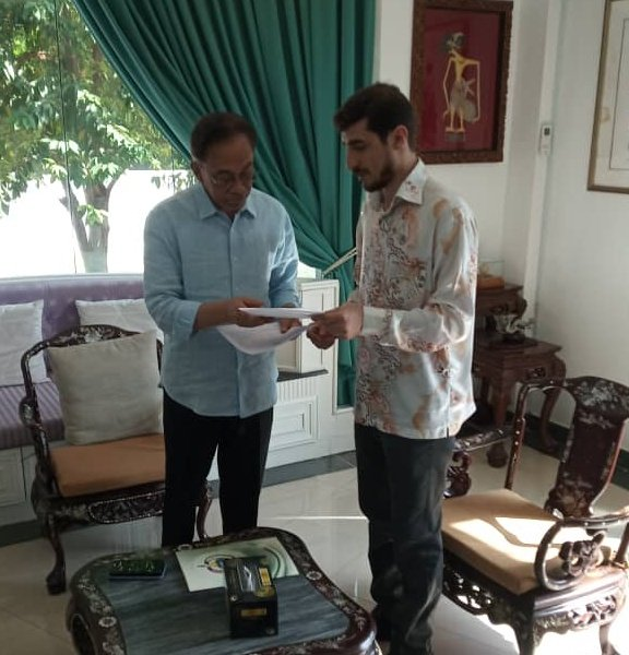 Had the pleasure of meeting Dato Seri @anwaribrahim, President of @KEADILAN at his office today. I updated His Excellency about the current situation in Palestine and handed over a letter from HE @IsmailHaniyyeh. https://t.co/GMTlB8SWOT