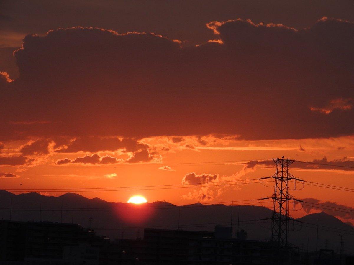 久しぶりに綺麗な夕日を見ました💓😊💓  #イマソラ #夕焼け https://t.co/NX8r9E4kHU