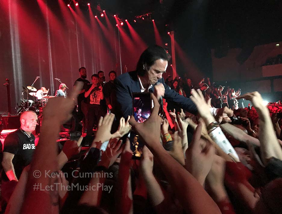 Here's a photo I took of @nickcave at Bournemouth in September 2017 #iPhonepic #LetTheMusicPlaypic.twitter.com/QrtgQlrCu0