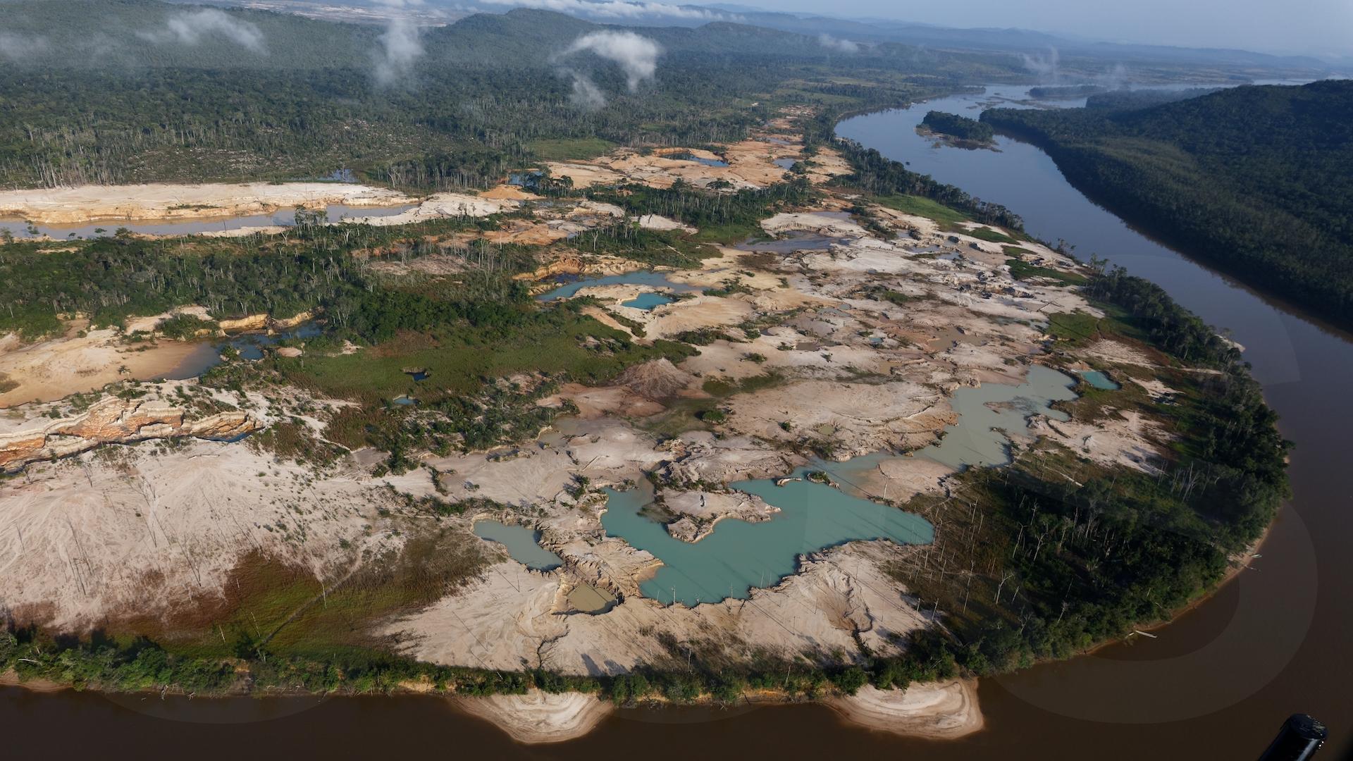 Brasil: Devastación por la minería en territorios yanomamis
