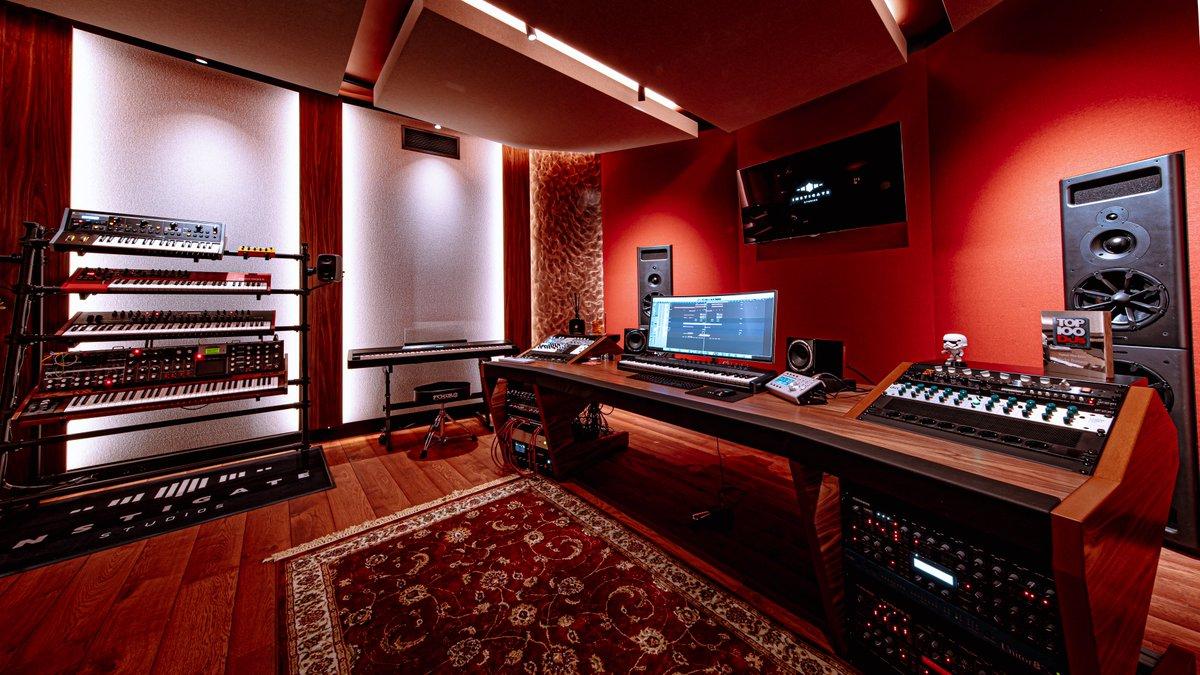 Take a look inside my studio! Full studio tour up on my YouTube channel! ▶️ youtu.be/jIFTzuE__yk
