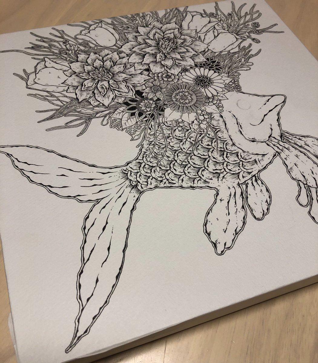 進捗。  8月にお披露目します…  雰囲気と感覚で描いてます。今回はちょこっと描きながら下書きも入れながら…  下書きないとバランス怖いのよ…  #ペン画 #細密画 #サカナ #花 https://t.co/YC8AaSsN0x