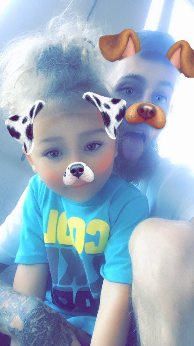 Me and my adorable son  #kinglewis #mybabyboy #iloveyou pic.twitter.com/zcjn9CjKQ8