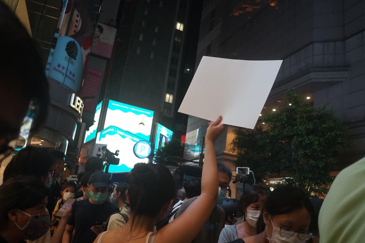 2. Inspired by the girl who held a blank piece of paper at Causeway Bay yesterday, let's build Lennon Walls with blank white paper - You can't ban a blank piece of paper, yet it is a good representation of white terror https://t.co/YjohNz5Div https://t.co/p0PBbUlXxx #HongKong https://t.co/Rwqpmby37w