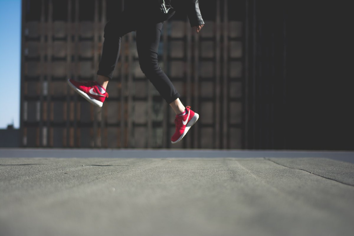 Saltar es una habilidad motriz básica, pero aprenderla puede ser muy complejo. Hace falta impulso, coordinación, equilibrio, fuerza… En esta guía te explicamos cómo puedes ayudar para enseñar a saltar. #DiscapacidadIntelectual #EducacionFísica   https://bit.ly/3dUmixcpic.twitter.com/wwfgkf3d2B