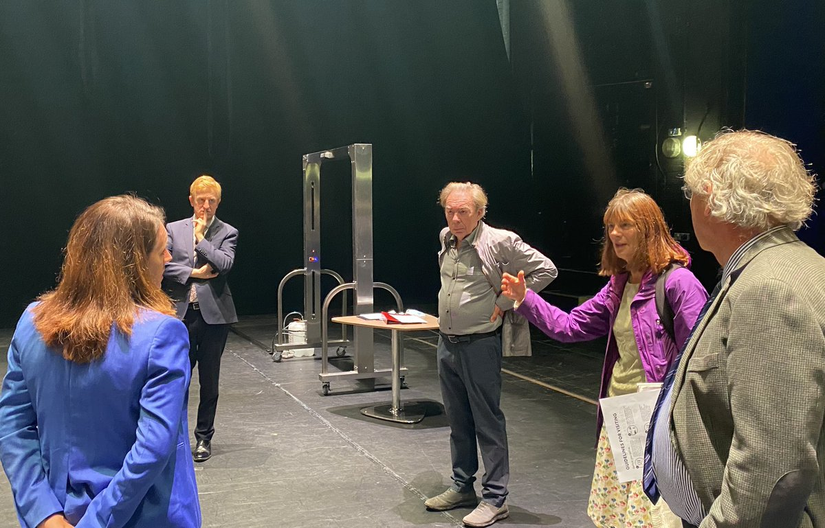 I saw v comprehensive safety measures in place at @LondonPalladium this morning with @OfficialALW & Public Health England  Despite the huge challenges, we're working intensively with them & others to get theatres open as soon as safe and I know that panto season is key https://t.co/46cOPbFuyC