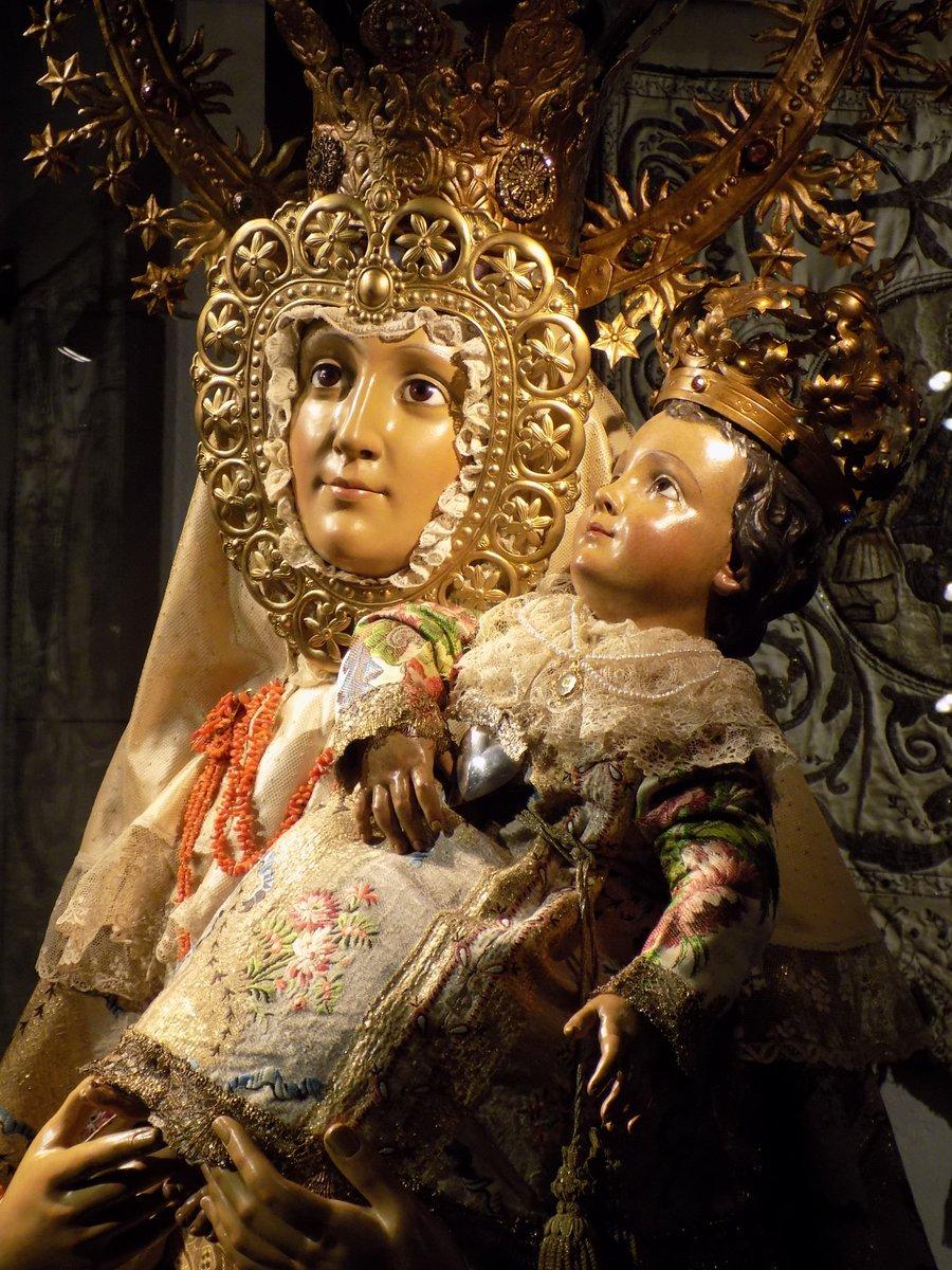¿Qué reina comenzó la tradición de donar sus vestidos a la Virgen de la Almudena?  ¡Entra en el #TrivialDelMuseo🎲 y descúbrelo!   https://t.co/uxwRr4q0mK https://t.co/1wXPiMiQXu