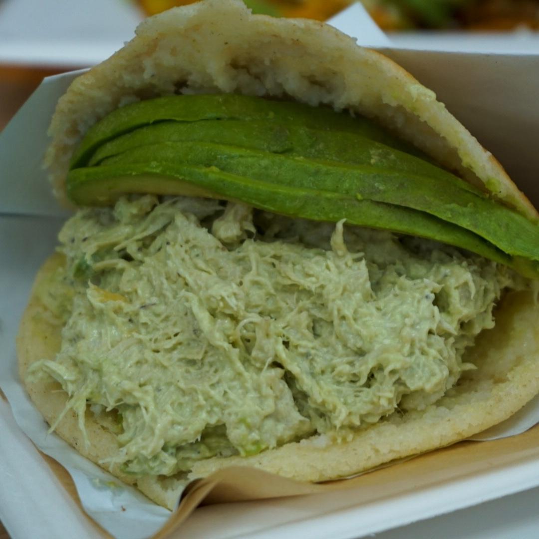 Love, Love, LOVE our avocado chicken salad arepa 😍 #EatDeliciousEatArepas • • #eat #eats #arepasmania #arepa #avocado #venezuelan #colombian #latin #latino #hispanic #food #foodie #nom #noms #foodcourt #pembrokepines https://t.co/B0WzRh0AFF