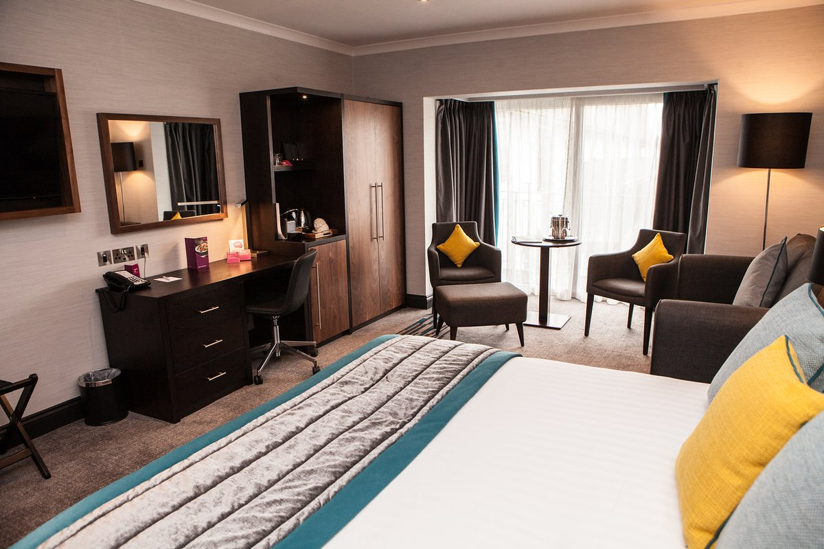 Spacious rooms, perfect for relaxing after a busy day. 💤 Come and join us → https://t.co/YmGvftkk7I #CrownePlazaFelbridge #CrownePlaza https://t.co/W2b75nsVex