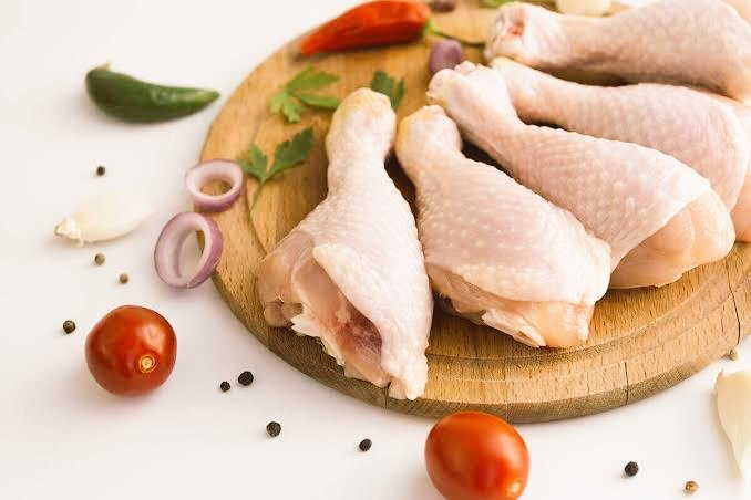 How fresh do you like your chicken?  Kindly order for you chi frozen chicken here https://t.co/PH5cT1XCah And get them delivered to you at home at no cost.  #WhatsApp #chicken #chivita #Foodie #Frozen https://t.co/qcsOep3CLC
