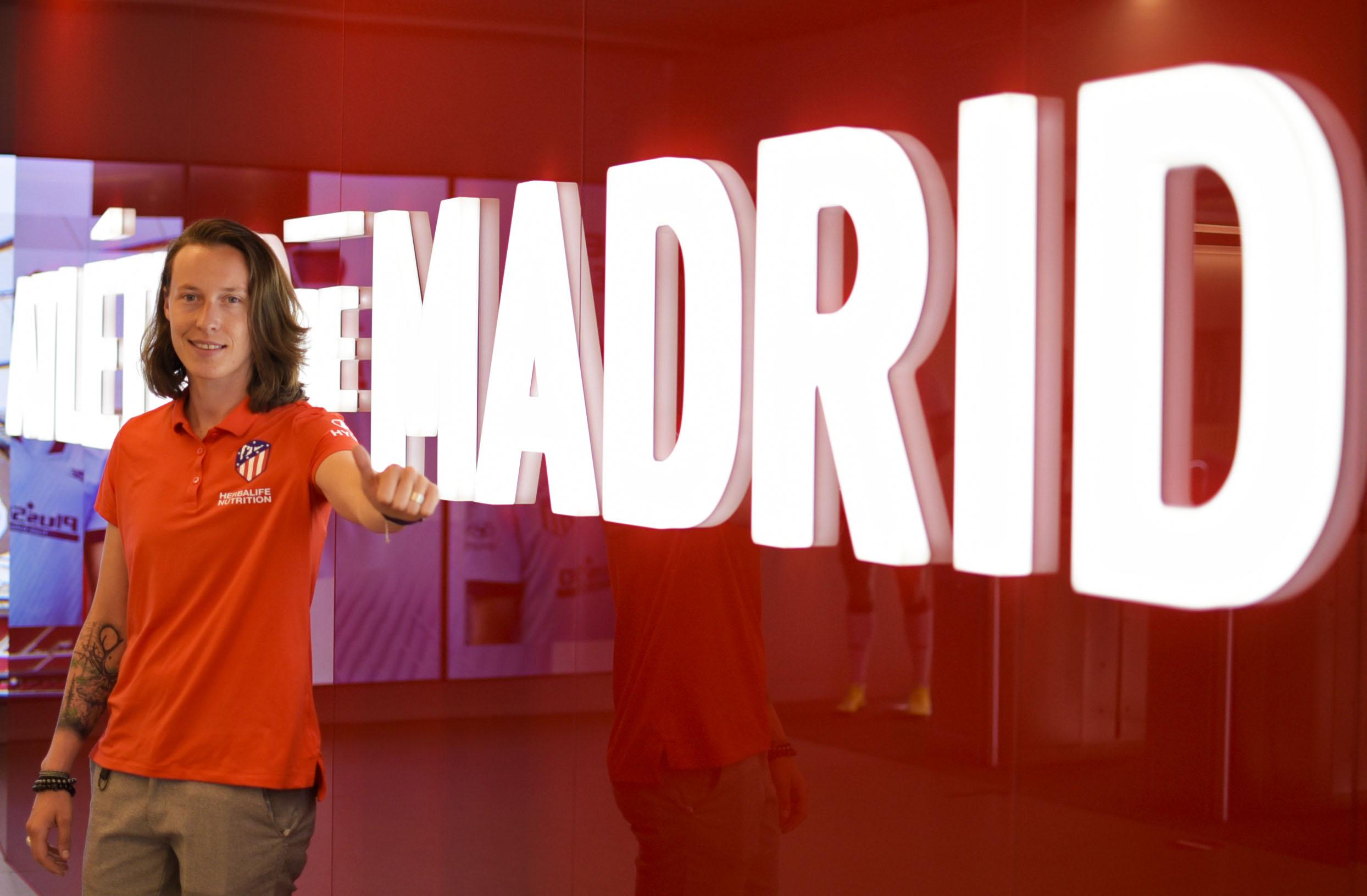 Pauline Peyraud, en las oficinas del Atlético de Madrid (Foto: ATM).