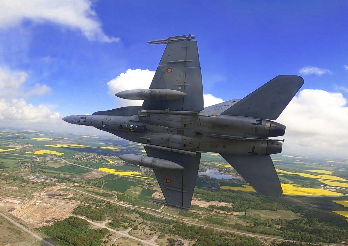 🔴Las tripulaciones #DestacamentoVilkas @EjercitoAire relevan en el ecuador de la misión 🇪🇸 de Policía Aérea del Báltico #BAP #MOPS de @NATO en Lituania  #24siete vigilando el espacio aéreo por la seguridad de todos!  Más info: https://t.co/9h93UkzpES  #BuenasNoches https://t.co/MhQuy9WuLH