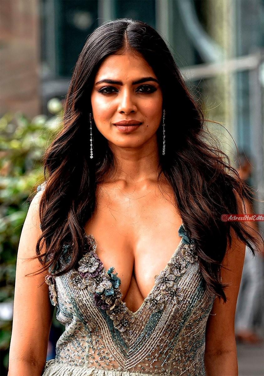 Busty Actress cleavage  #Shrutihassan #Cleavage #navelqueen #navel #bikini #redlips #UlluApp #SimranKaur #tollywoodactress  #BreastChallenge  #SamanthaAkkineni #beachgirl #sareeswag  #KajalAgarwal #PoojaHegde  #Tamannaa #Rashmika #Nabha #Nidhi #Malavikapic.twitter.com/RS72JL3AN0