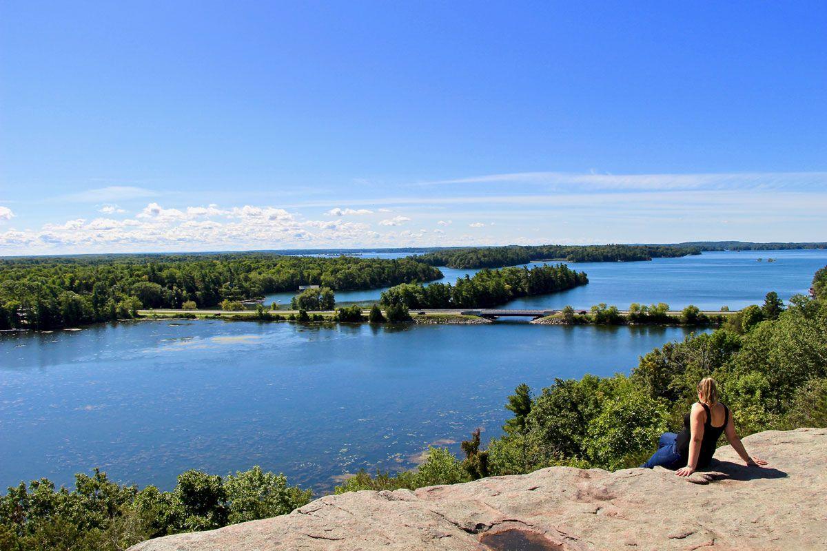 À la recherche d'une jolie escapade au #Canada à qq heures de Montréal ? Et si les Mille-îles vous tendaient les bras ?   Tous nos bons plans : https://t.co/RdzTOdUuIo @OntarioTourist @thousandislands #Ontario https://t.co/wKujtJUp9R