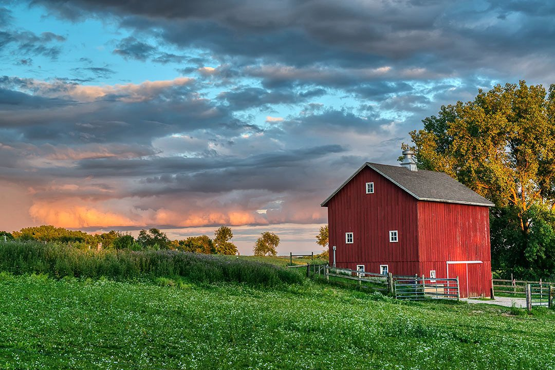 """""""Last Light in Ivanhoe Road"""" Hope everyone has a wonderful Independence Day weekend and can enjoy some of Earth's beauty. #ThisIsIowa #LandscapePhotography #nikonphotography pic.twitter.com/J3G7CyFik1"""