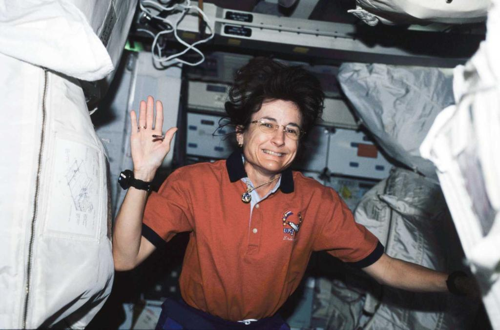 #HappyBirthday Astronaut Linda Godwin! We hope it's stellar! An expert in solid-state physics, Linda had completed four separate missions to space (STS-37, STS-59, STS-76, & STS-108) and has published her research in multiple scientific journals. She retired from NASA in 2010.