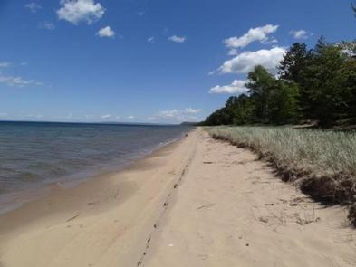 #HiawathaNationalForest has 100 miles of shoreline on three Great Lakes. It's going to be a hot one today. Cool off by taking a #swim! Be safe. Lifeguards are not present.  https://t.co/ovJqahHBFD  #BayView #camping #swimming #hiking #picnic #LakeSuperior https://t.co/ZVwM1hwSST