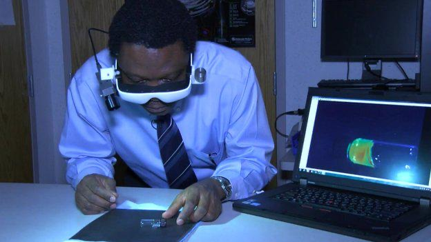 Meet Nigerian-born Scientist, Prof. Dr. Samuel Achilefu, he won the 2014 St. Louis Award for creating medical goggles that spot cancer cells and assist in their removal. He owns 59 patents in USA.  Nice work sir https://t.co/9AvLYA1NBX