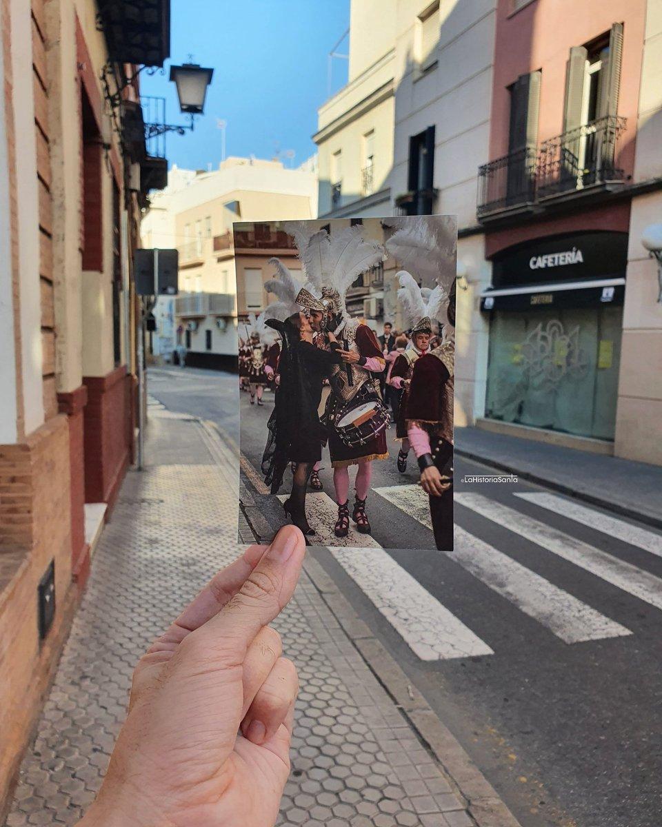 🚶♂️EL BANDO DE LOS ARMAOS🚶♂️  En Sevilla, el Jueves Santo, los Armaos de @Hdad_Macarena hacen un recorrido previo al acompañamiento a Jesús de la Sentencia en su estación de penitencia.  El bando comienza a media tarde con la salida de la Basílica y la recogida del Teniente y del https://t.co/blPFmh2p3P