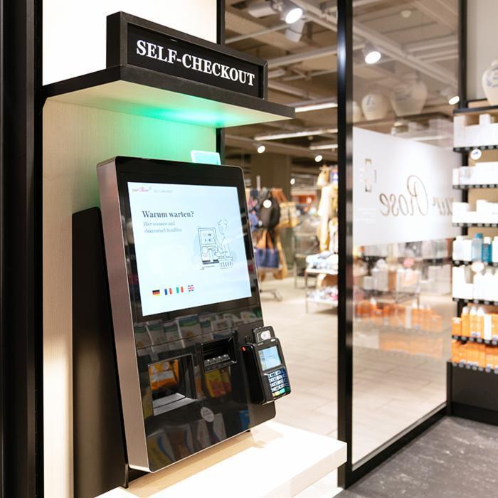 Depuis hier, les patients de la pharmacie Zur Rose à Spreitenbach (Suisse) peuvent  passer à la caisse automatique BD Rowa pour regler leurs achats 👉🏼 https://t.co/bfiMG8dUUm #innovationforpeople #bdrowa #10000robots #esante #officine https://t.co/JwqDOx6AFW