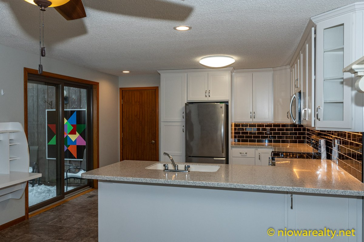 Open House - 12 S. Willowgreen Court, Mason City https://niowarealty.net/real-estate-listing/townhouse-condo/12-s-willowgreen-court-mason-city/… Exceptional value townhouse offering gorgeous custom kitchen w/under cabinet lighting, newer floor coverings, tastefully decorated thru-out, neutral colors, great views of common area and heated swimming... pic.twitter.com/xwk7EBCAXQ