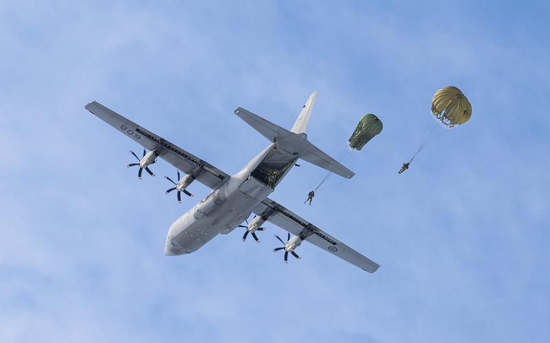 This isn't #PUBG or #Fortnite. Paratroopers from 3rd Battalion, Royal 22e Régiment, jump from a CC-130H aircraft during training to keep their skills sharp. Ready for an adventure? Put down the controller & find a #CAF #career right for you at https://t.co/QhqcWTAqxB #ForcesJobs https://t.co/c1jwQqVerS