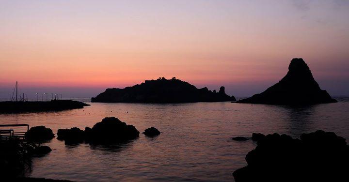 #blogsicilia I pittoreschi scogli di a' Trizza furono lanciati da Polifemo a Ulisse.